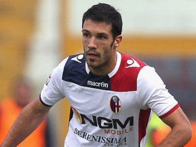 Nicolò Cherubin in azione con la maglia del Bologna