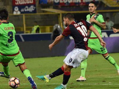 Mattia Destro realizza il gol della vittoria sul Crotone