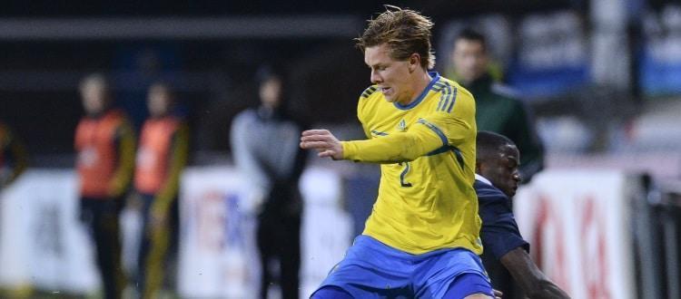 Emil Krafth in azione con la maglia della Svezia