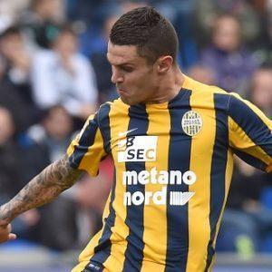 Federico Viviani in azione con la maglia del Verona