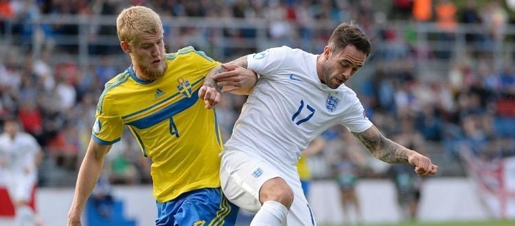 Filip Helander in azione con la maglia della Svezia