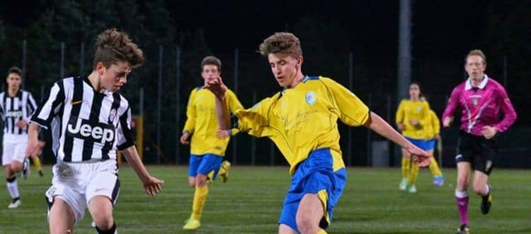 Simone Bucci in azione con la maglia del Santarcangelo