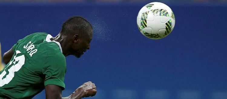 Umar Sadiq in azione con la maglia della Nigeria