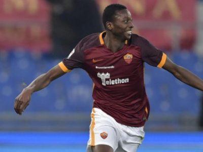 L'esultanza di Umar Sadiq con la maglia della Roma