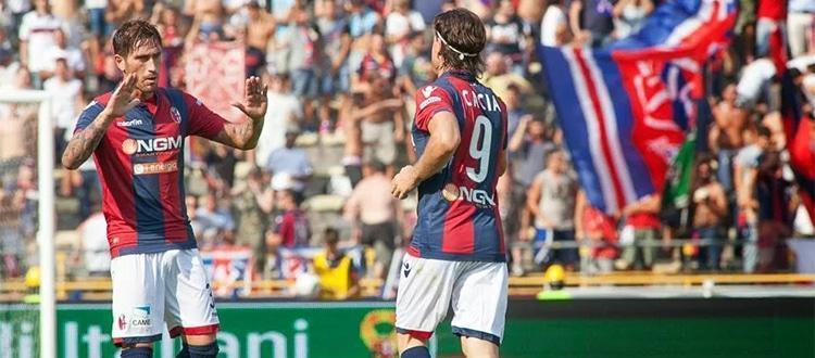 Luca Ceccarelli esulta insieme a Daniele Cacia
