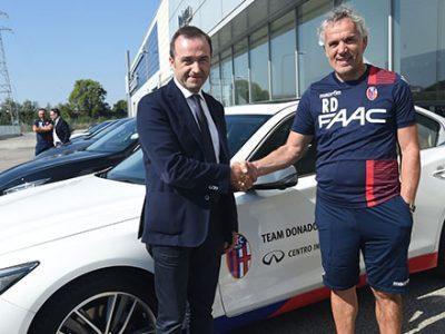 Il Centro Infiniti Bologna omaggia Donadoni e il suo staff con 6 auto personalizzate