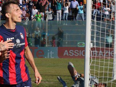 Impostato lo scambio Oikonomou-Budimir, l'attaccante però vorrebbe tornare a Crotone