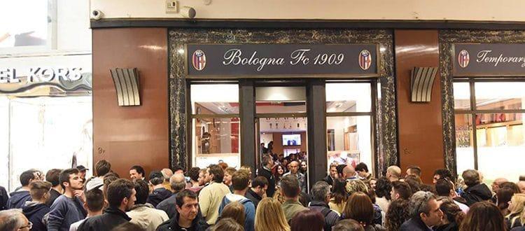 Da settembre nuovo store del Bologna in centro: verrà gestito da Macron e non sarà temporaneo