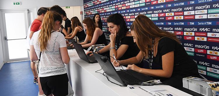 Oltre 600 tessere sottoscritte mentre il Bologna si allena a Castiadas