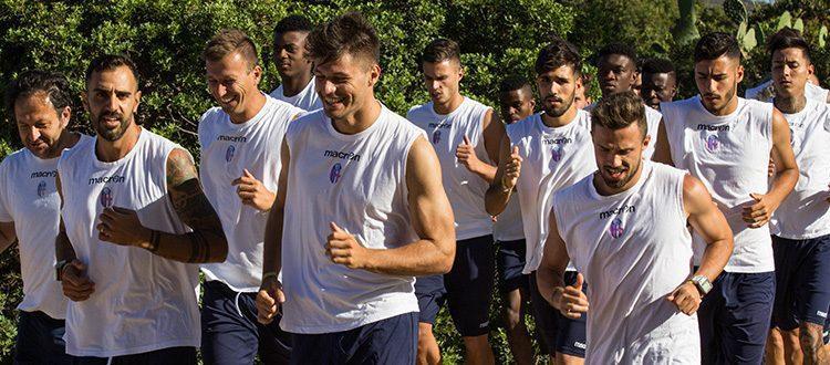 Primo allenamento del Bologna in Sardegna, domani la presentazione della campagna abbonamenti