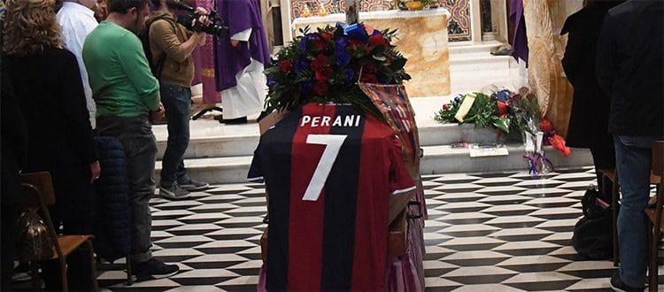 Bologna abbraccia Perani, una folla rossoblù ai funerali del campione