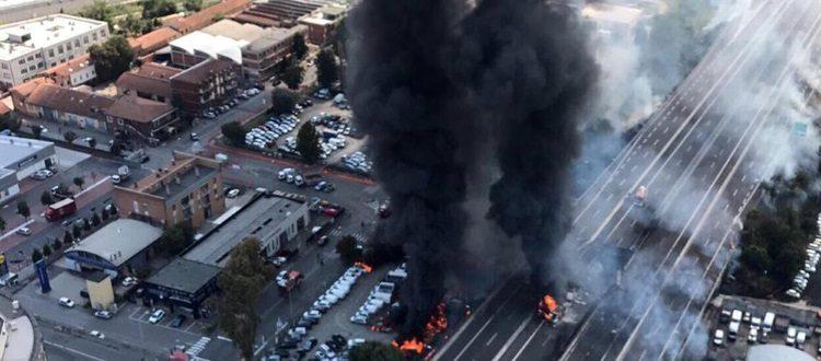 Incendio ed esplosione in zona Borgo Panigale, il boato avvertito anche a Casteldebole