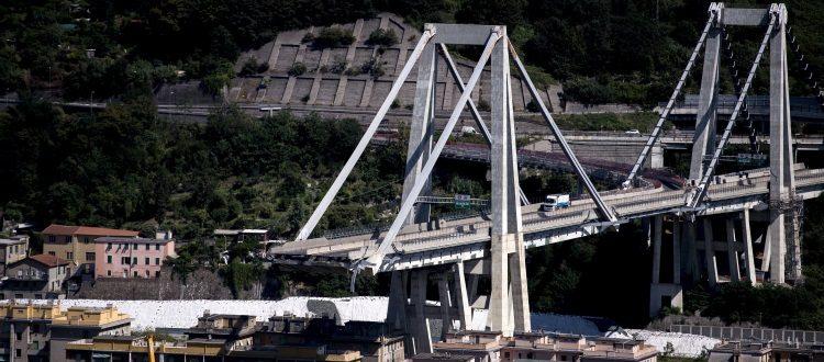 Crollo Ponte Morandi: rinviate Sampdoria-Fiorentina e Milan-Genoa, lutto al braccio per tutte le altre squadre di A