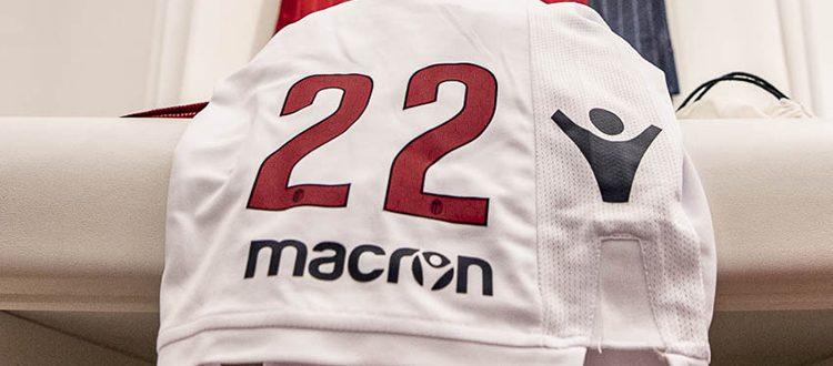 Ecco i numeri di maglia del Bologna: 2, 3, 5 e 8 senza padrone, Tomiyasu prende il 14, Destro avanti col 22