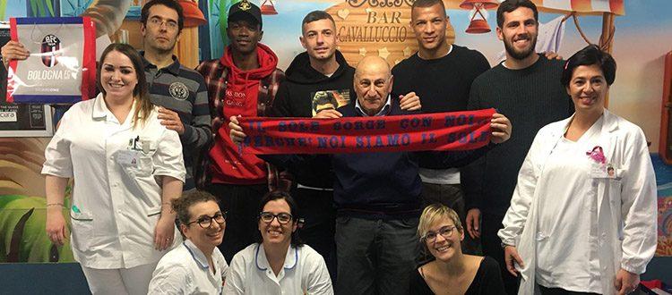 Una delegazione rossoblù in visita all'Ospedale Pediatrico Gozzadini