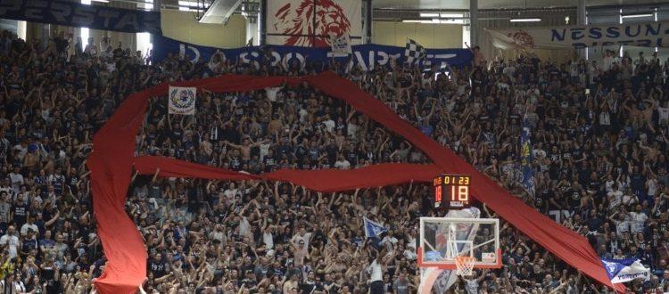 La Fortitudo Bologna torna in Serie A dopo 10 anni, 91-79 su Ferrara e grande festa al PalaDozza