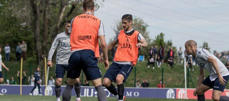 Bologna, ripresa degli allenamenti davanti ad un nutrito gruppo di tifosi