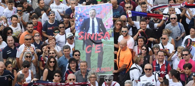 Sinisa, non sarai mai solo: una folla rossoblù a San Luca per sostenere Mihajlovic