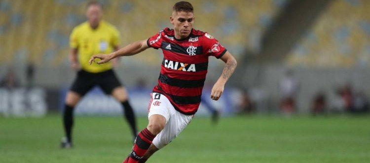 Gustavo Cuellar in azione con la maglia del Flamengo
