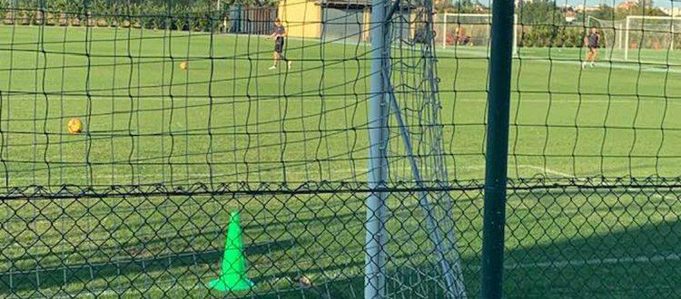 A due giorni da #BFCLazio, la squadra ha sostenuto una seduta tattica con una serie di partitelle di calcio-tennis in conclusione. Differenziato per Mitchell Dijks.