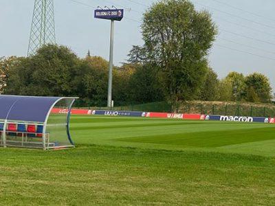 Esercitazioni tecnico-tattiche e calcio-tennis per il Bologna, domani allenamento alle 11