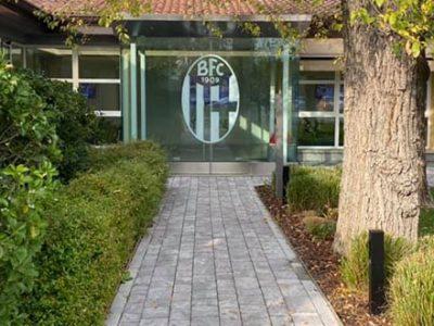 Bologna al lavoro per preparare il match contro l'Inter, anche Medel in gruppo