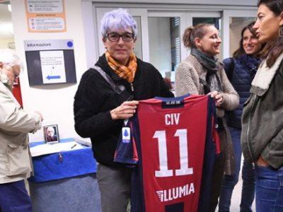 In centinaia alla camera ardente per l'ultimo saluto al Civ, dal Bologna in dono la maglia 'Civ 11'