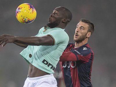 Bologna, un'altra maledetta beffa: l'Inter vince 2-1 in rimonta, decisive anche le decisioni arbitrali