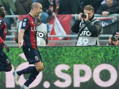 Gioco più spento, spirito sempre acceso: il Bologna decimato riprende l'Udinese nel recupero con Palacio, 1-1