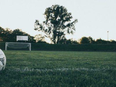 Il calcio è vita, non soltanto soldi. Basta invidia e ipocrisia, ridateci il pallone