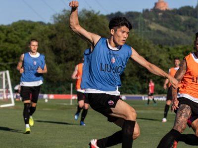 Finalmente tutti insieme sul campo: il Bologna ha ripreso gli allenamenti di gruppo