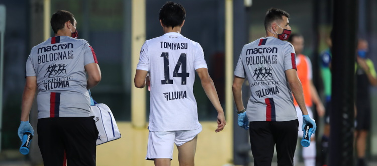 Risentimento muscolare alla coscia destra per Tomiyasu, si teme lo stiramento