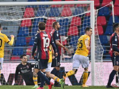 Bologna quasi perfetto per un tempo, poi rosso a Svanberg e assedio Udinese: rossoblù stoici fino al 92', poi Arslan fa 2-2