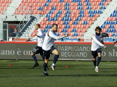 Seduta tecnico-tattica e partitella per i rossoblù a tre giorni da Bologna-Milan