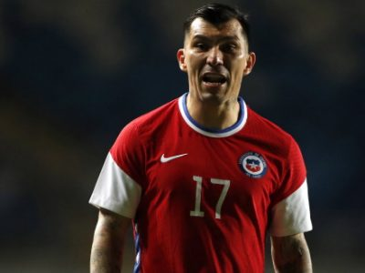 Novanta minuti da difensore per Medel nella vittoria 2-1 del suo Cile contro la Bolivia