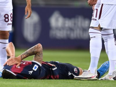 Dominguez, è lesione al collaterale: stop di 30-40 giorni. Fuori 2-3 settimane anche Dijks, Tomiyasu torna con la Fiorentina