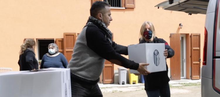 Il Bologna e i suoi partner donano generi alimentari e prodotti per la sanificazione alle persone in difficoltà