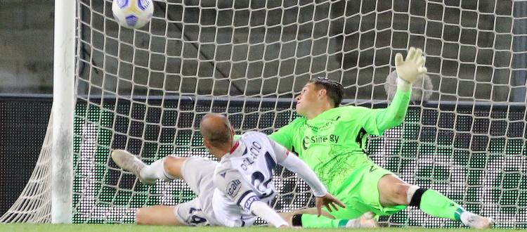 Bologna, doppia rimonta ma niente decimo posto: De Silvestri e Palacio riprendono Faraoni e Kalinic, 2-2 a Verona