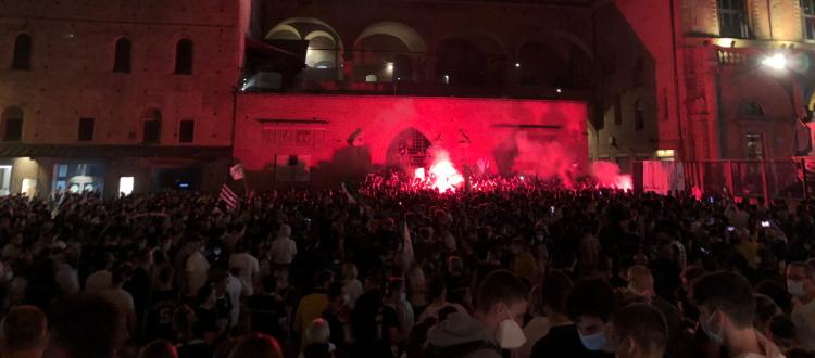 Virtus Bologna campione d'Italia: le foto e i video della festa bianconera in piazza Maggiore