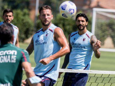 Proseguono gli allenamenti dei rossoblù a Casteldebole, oggi lavoro atletico e calcio-tennis