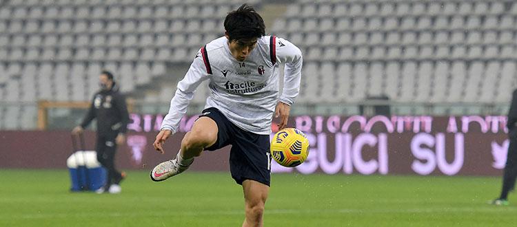 Piccoli passi avanti del Tottenham per Tomiyasu, ma l'offerta dei londinesi non soddisfa ancora il Bologna