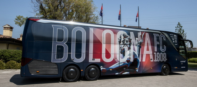 Ecco il nuovo (bellissimo) pullman del Bologna. Ufficializzata anche la partnership con BFGoodrich