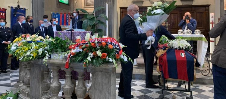 Grande partecipazione per l'ultimo saluto a Romano Fogli, presente anche una delegazione del Bologna
