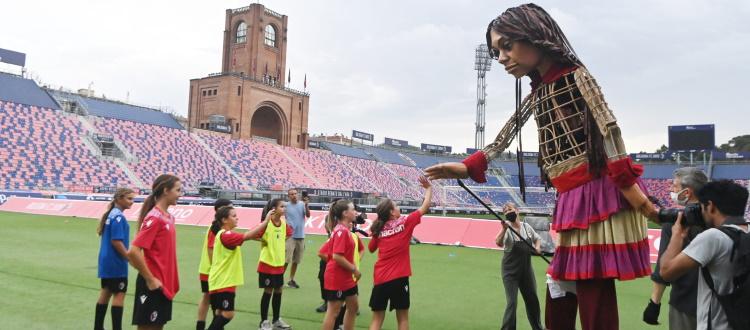 'The Walk - Il Cammino', la Piccola Amal al Dall'Ara con i bambini della Scuola Calcio del Bologna